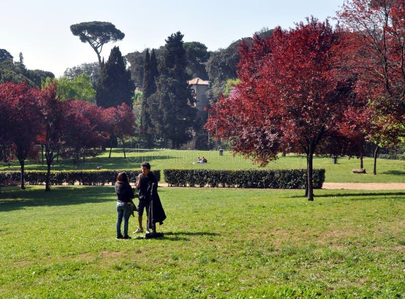 Jardines de Borghese en el resorte Roma Italia imagen de archivo