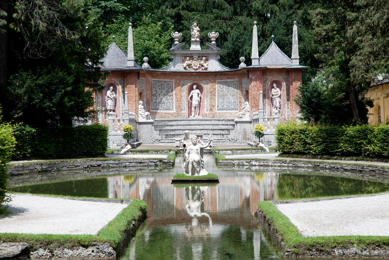 Jardines de Hellbrunn en Salzburg, Austria foto de archivo