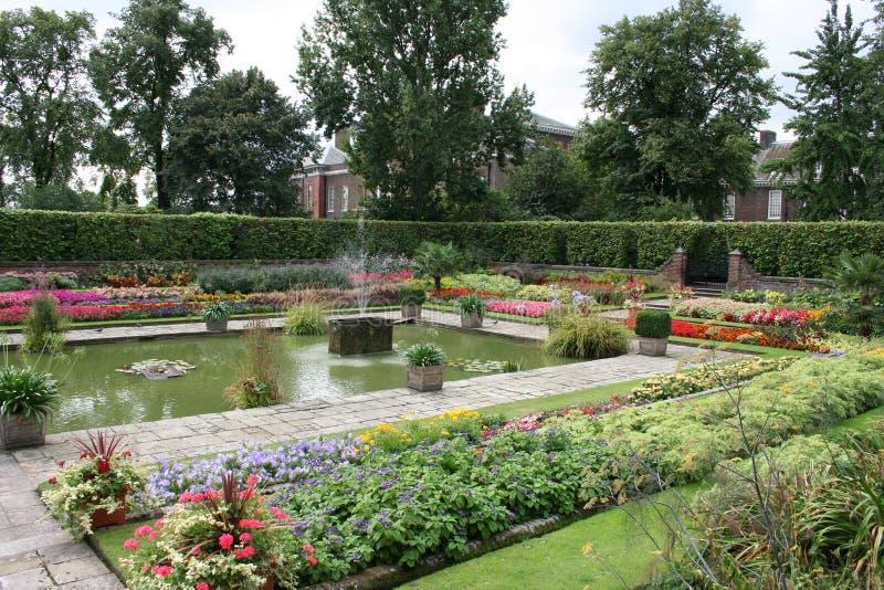 Jardines del palacio de Kensington imagen de archivo libre de regalías