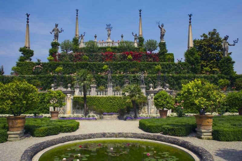 Jardines Isola Bella, lago Maggiore, Italia del palacio imagen de archivo