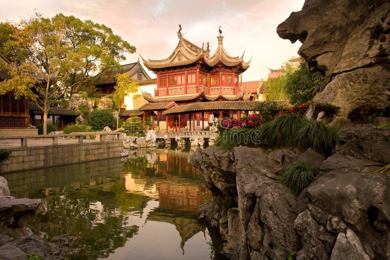 Jardines públicos del jardín de Yuyuan imagenes de archivo
