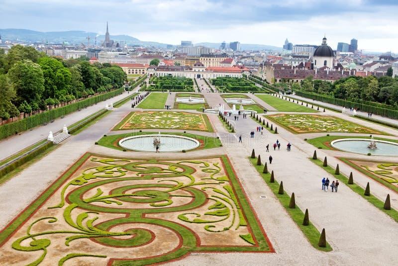 Jardines superiores del belvedere en viena foto de archivo for Jardines barrocos