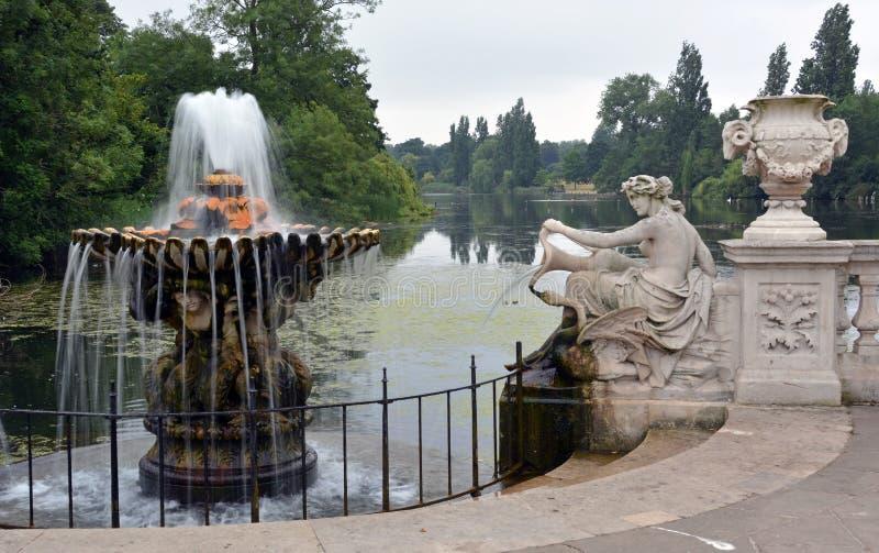 Jardines y serpentina italianos, Hyde Park, Londres foto de archivo