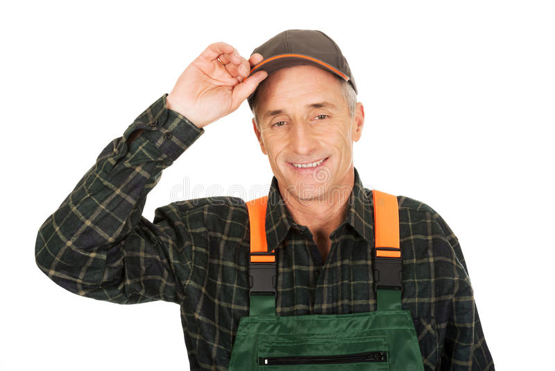 Jardinier mûr souriant à l'appareil-photo photographie stock