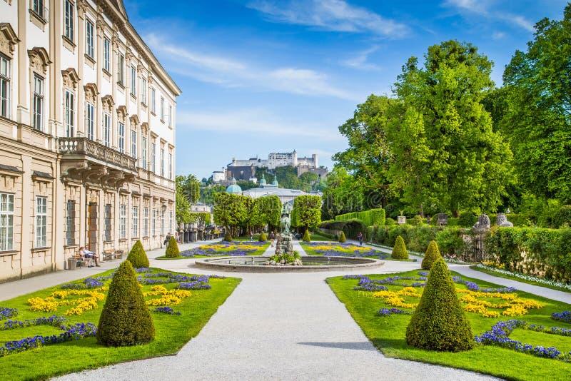 Jardins célèbres de Mirabell à Salzbourg, Autriche photos libres de droits