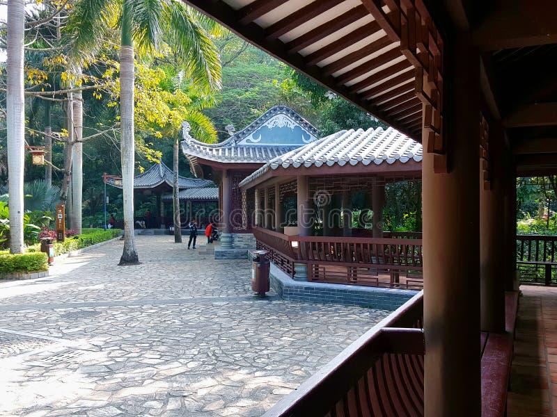 Jardins chineses e construções antigas foto de stock royalty free