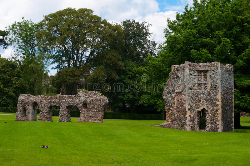 Jardins d'abbaye, St Edmunds, Suffolk, R-U d'enfouissement images libres de droits