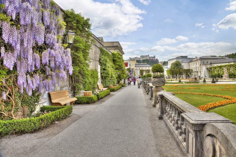 Jardins dans le palais de Mirabell photographie stock libre de droits