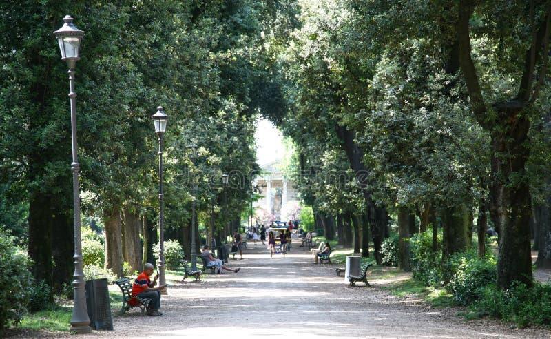 Jardins de borghese de villa de parc rome italie image stock ditorial image 41874734 for Jardin 0 l4anglaise