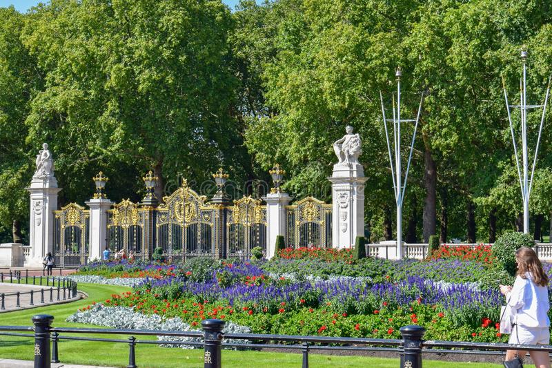 Jardins de Buckingham Palace sur Sunny Summer Day photo stock
