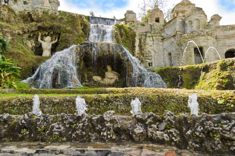 Jardins de d 39 este de villa tivoli en italie image stock for Jardin d italie chateauroux