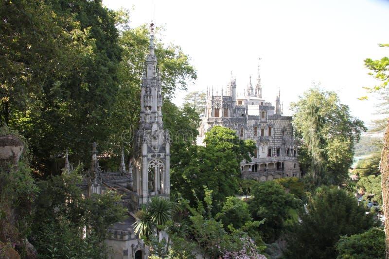 Jardins de Quinta de Regaleira em Sintra fotos de stock royalty free