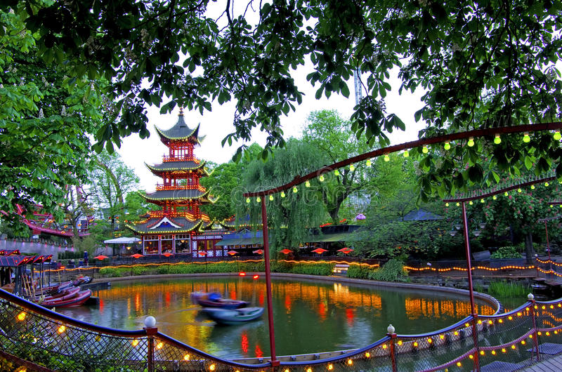 Jardins de tivoli photo stock image du pagoda c l bre for Jardin tivoli