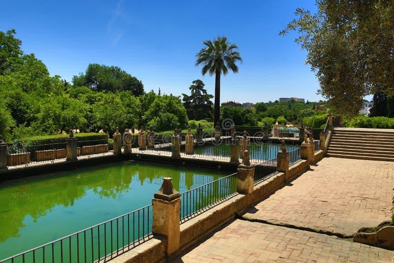 Jardins do Alcazar de los Reyes Cristianos, Córdova, Espanha O lugar é local declarado do patrimônio mundial do UNESCO Córdova, S fotografia de stock