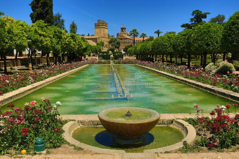 Jardins do Alcazar de los Reyes Cristianos, Córdova, Espanha O lugar é local declarado do patrimônio mundial do UNESCO Córdova, S fotos de stock