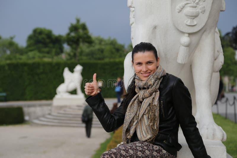 Jardins do Belvedere do turista da mulher, Viena imagens de stock