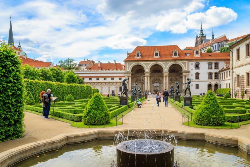 Jardins do palácio de Wallenstein, Praga fotos de stock