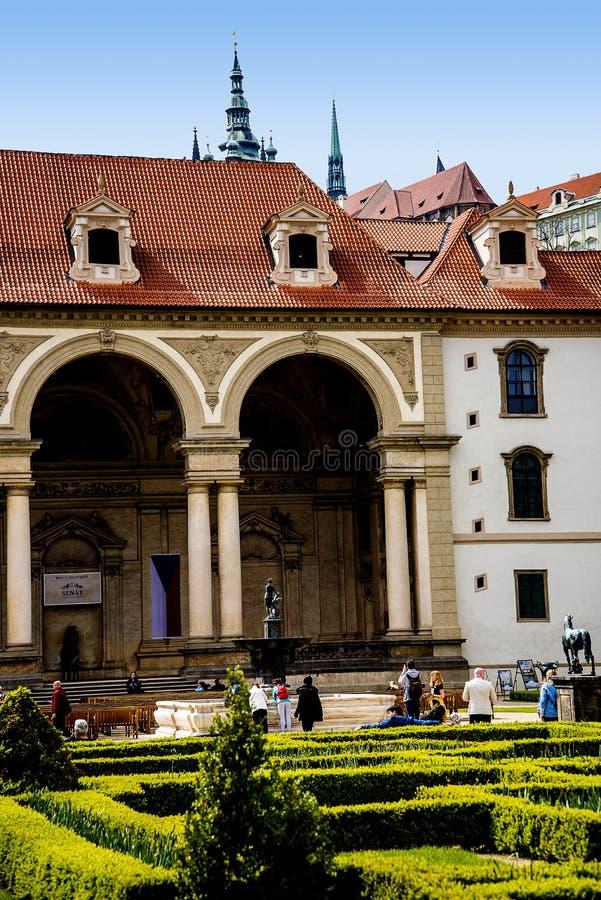 Jardins do Senado, abaixo do castelo de Praga, na República Checa foto de stock royalty free