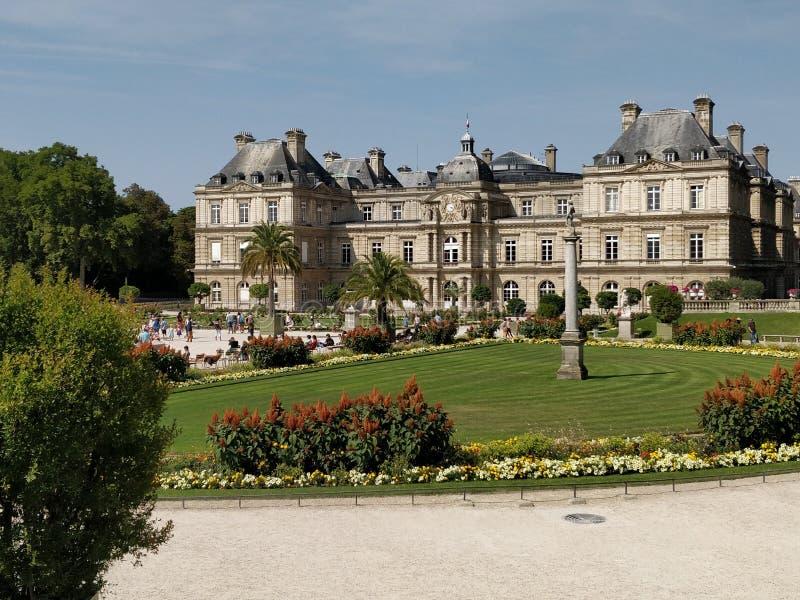 Jardins du Lussemburgo et Senat immagini stock
