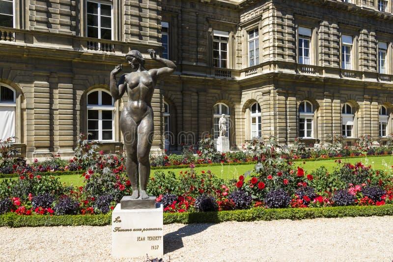 Jardins du Lussemburgo, pommes aus. del femme della La, Jean Terzieff, 1937 fotografia stock