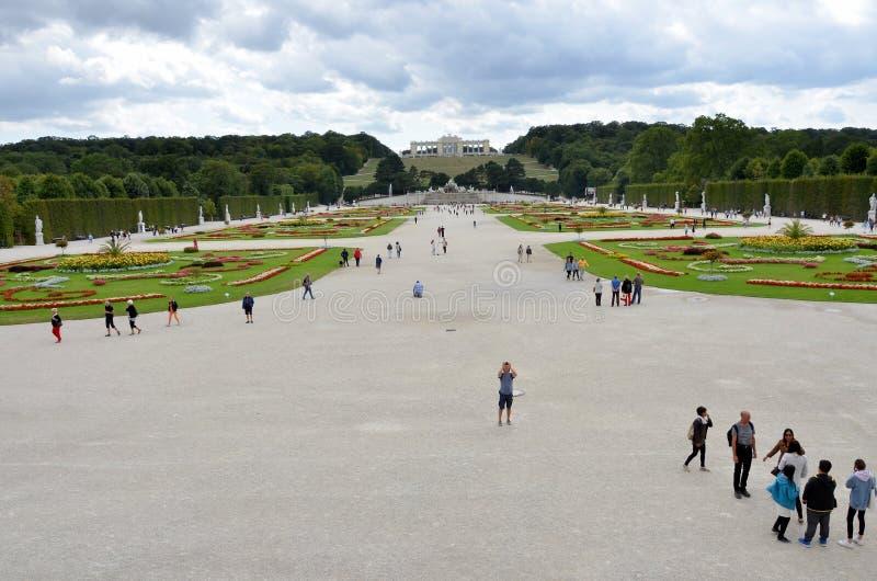 Jardins du palais impérial de Vienne images stock