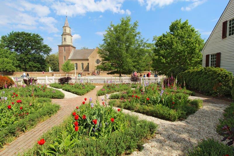 Jardins em Williamsburg colonial na frente de Bruto fotos de stock royalty free