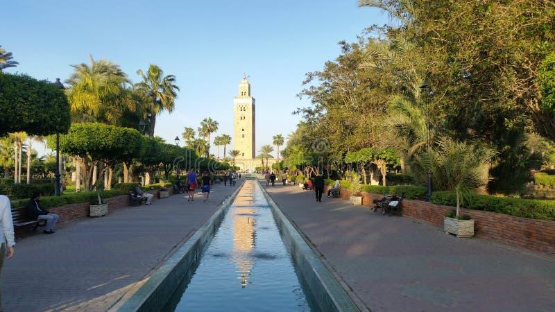 Jardins et la mosquée de Koutoubia photographie stock libre de droits