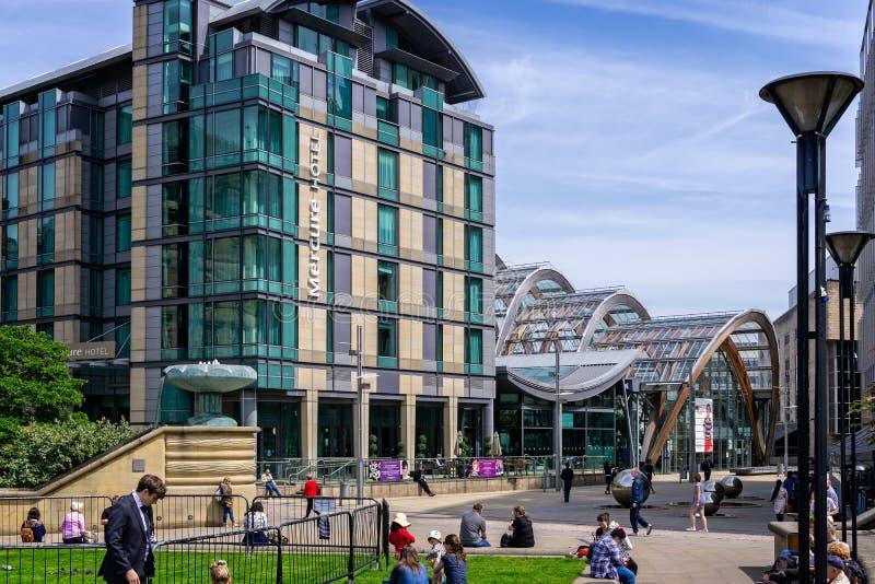 Jardins et Mercure Hotel d'hiver à Sheffield photos stock