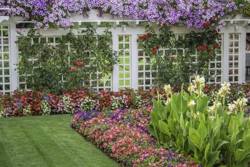 Jardins floraux de Located In Butchart de barrière photographie stock libre de droits