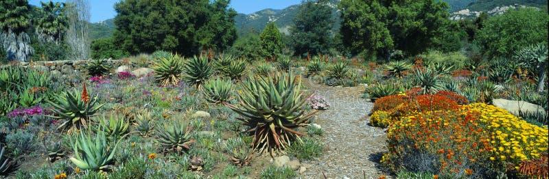 Jardins na mola, centro para interesses da terra, Ojai de Ojai, Califórnia foto de stock