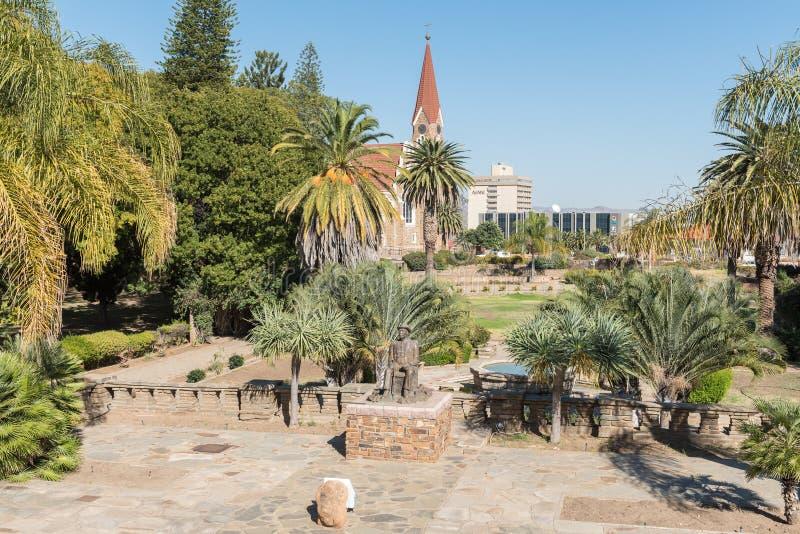 Jardins no Tintenpalast, a construção namibiana do parlamento dentro foto de stock