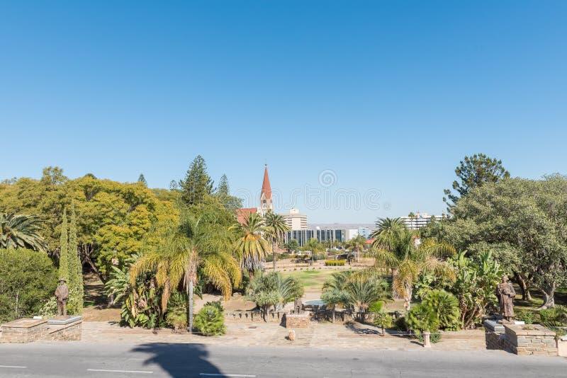 Jardins no Tintenpalast, a construção namibiana do parlamento dentro foto de stock royalty free