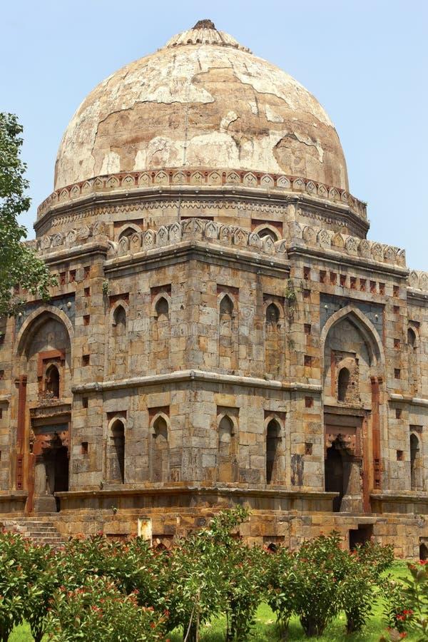 Jardins Nova Deli India de Lodi do túmulo de Bara Gumbad imagens de stock royalty free