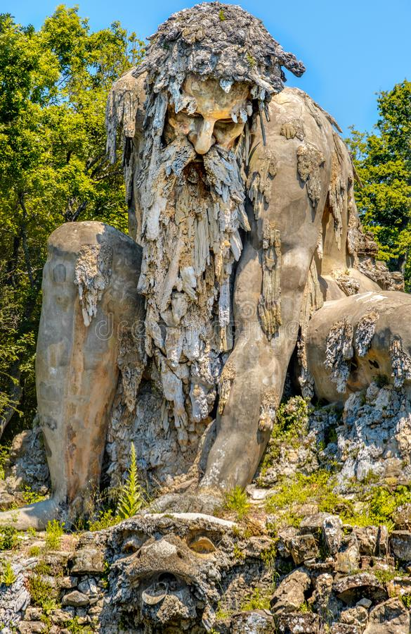 Jardins públicos gigantes do colosso farpado idoso forte da estátua do homem do vertical de Demidoff Florence Italy fotografia de stock