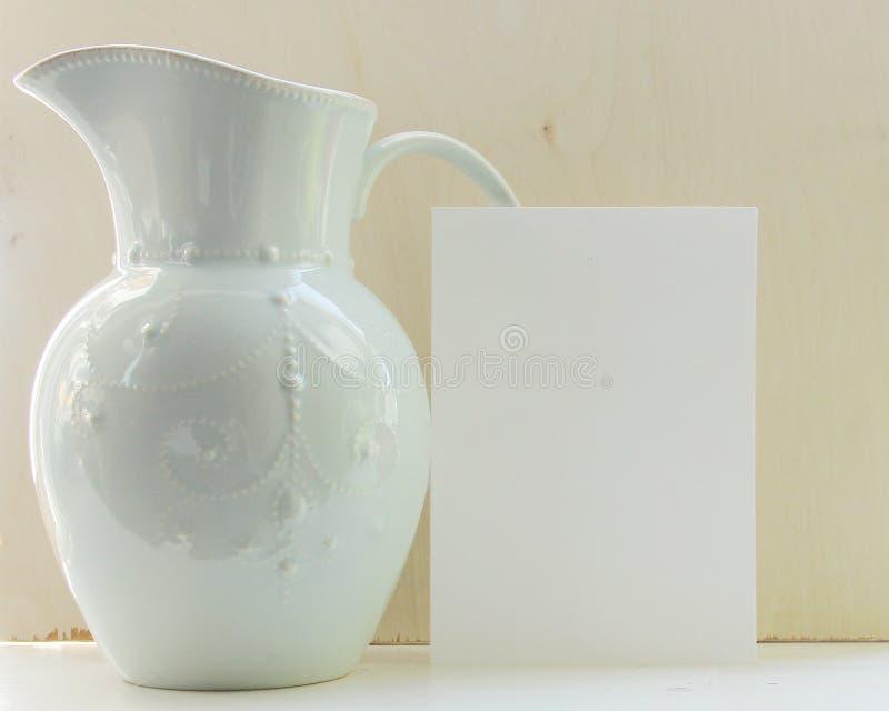 Jarra con el Libro Blanco fotografía de archivo libre de regalías