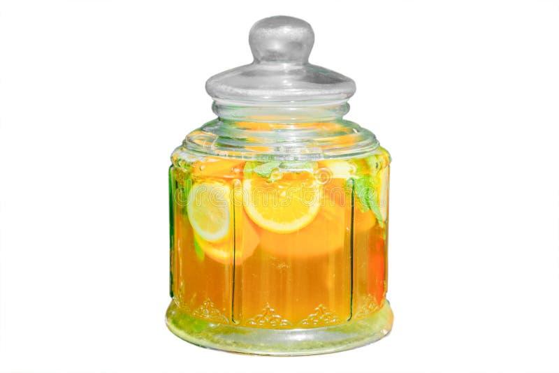 Jarra de la limonada isplated en el fondo blanco imagen de archivo libre de regalías