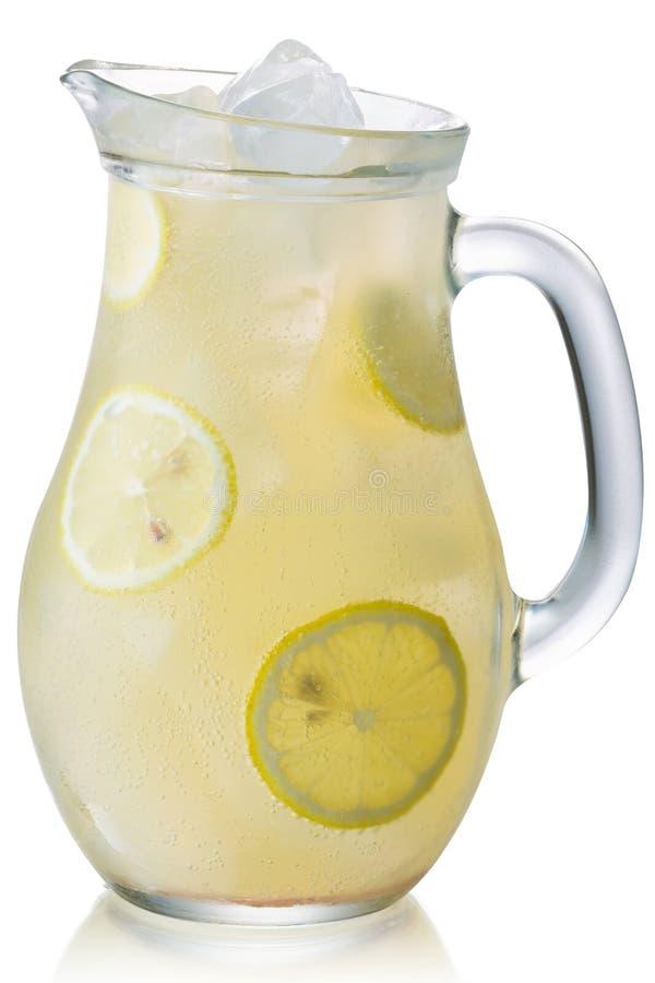 Jarra helada aislada, trayectorias de la limonada foto de archivo