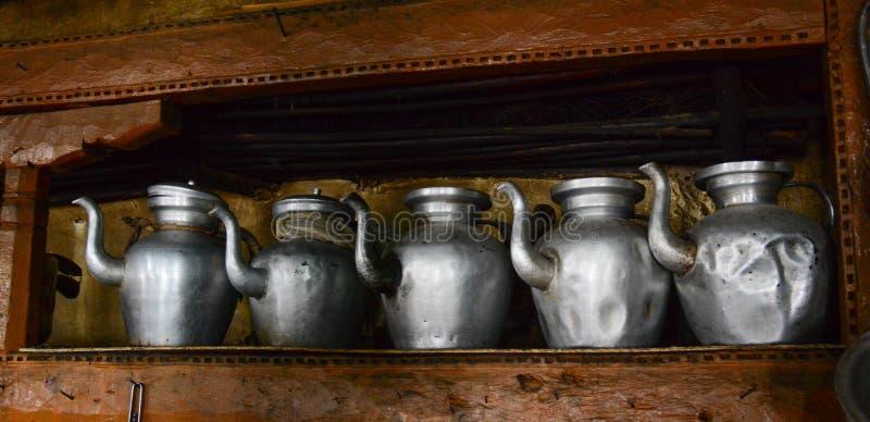 Jarro de agua tradicional en la cocina imagen de archivo