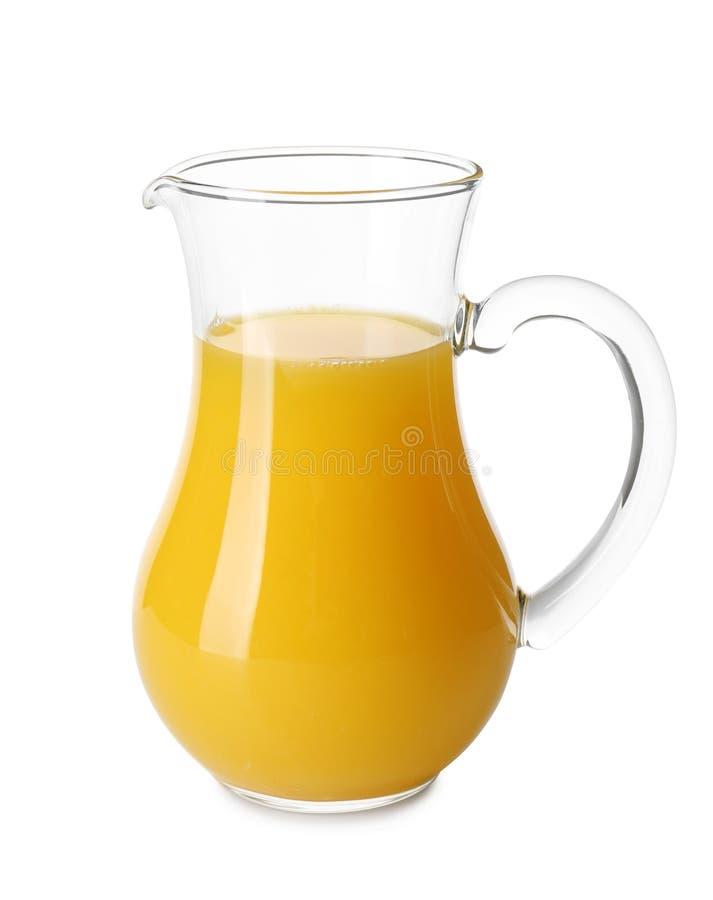 Jarro de cristal con el zumo de naranja fresco en el fondo blanco imagen de archivo libre de regalías