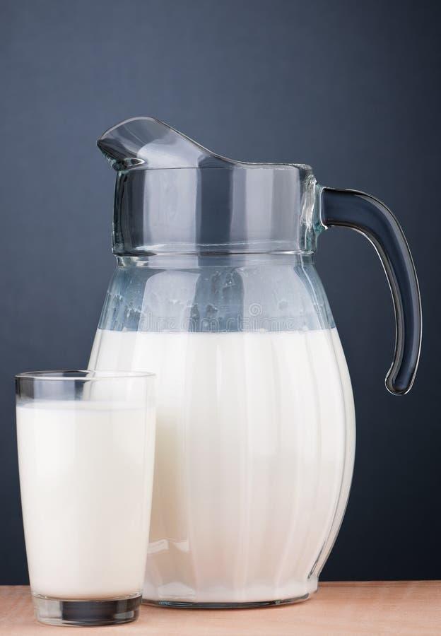 Jarro de leche imagen de archivo libre de regalías