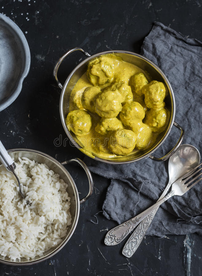 Jarscy quinoa, brokułów klopsiki z i Jarski lunchu stół obrazy royalty free