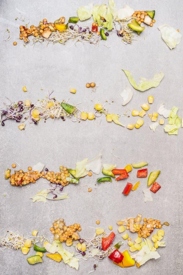 Jarscy sałatkowi składniki z soczewicą, kukurudzą i siekającymi warzywami, obrazy stock