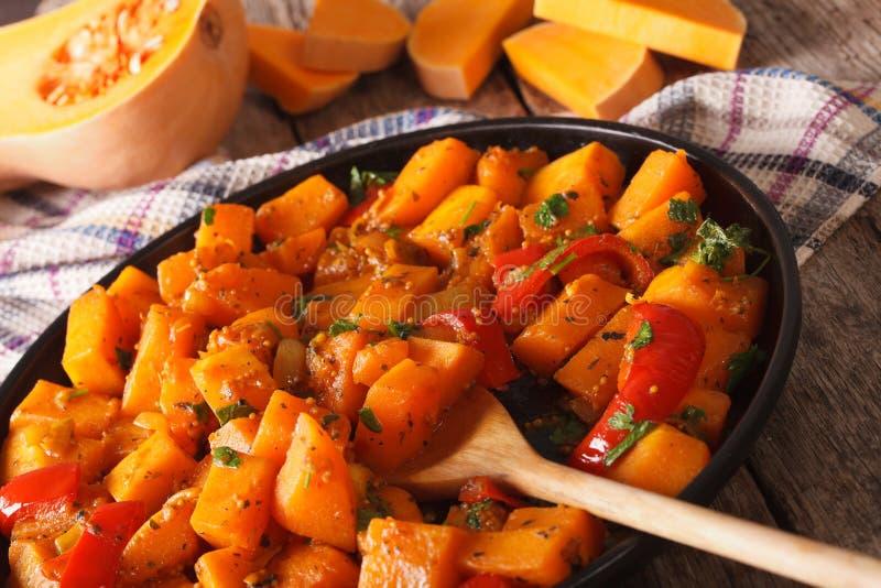 Jarski jedzenie: dyniowy curry'ego zakończenie horyzontalny fotografia royalty free