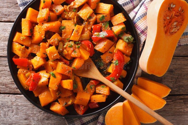 Jarski jedzenie: dyniowy curry'ego zakończenie horyzontalny odgórny widok obrazy stock