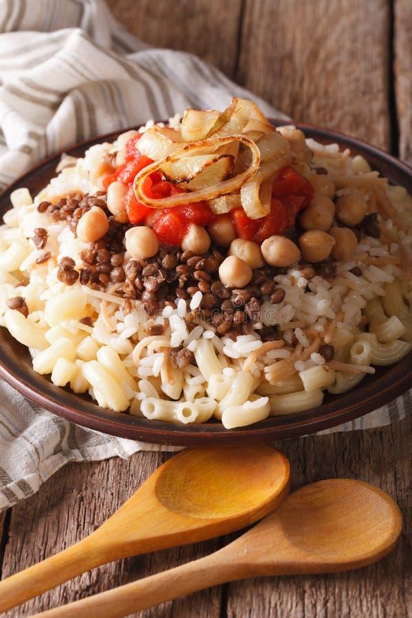 Jarski jedzenie: kushari ryż, makaron, chickpeas i soczewicy, c obraz stock