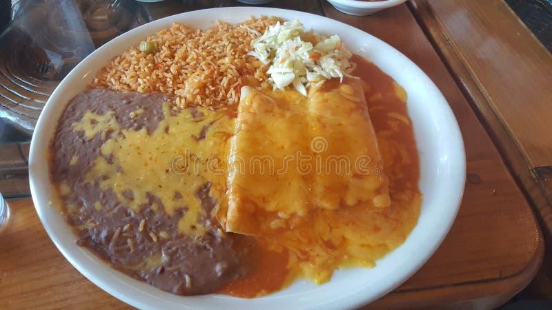 Jarski Meksykański jedzenie z ryż i enchilada obraz royalty free