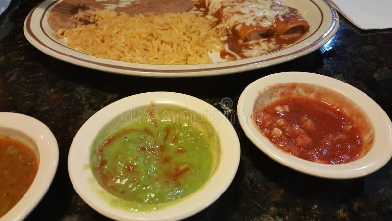 Jarski Meksykański jedzenie z ryż i enchilada obrazy stock