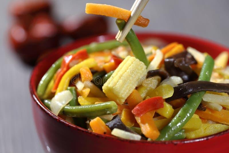 Jarski wok z bambusem i kukurudzą zdjęcia stock