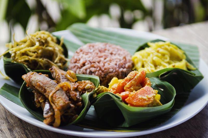 Jarskiego curry'ego i brown ryż posiłek w Bali Indonesia fotografia stock