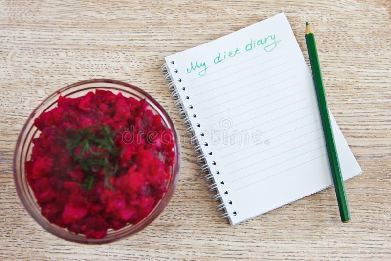 Jarzynowa sałatka i dzienniczek dieta, obraz stock